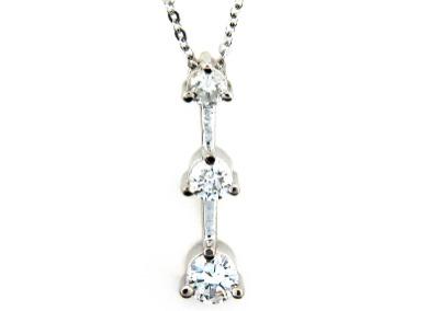 3 Stone diamond pendant in white gold.