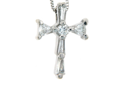 Diamond cross pendant in white gold.