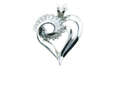 Diamond heart pendant in white gold.