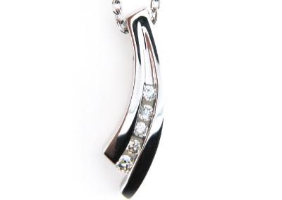Diamond pendant in white gold.