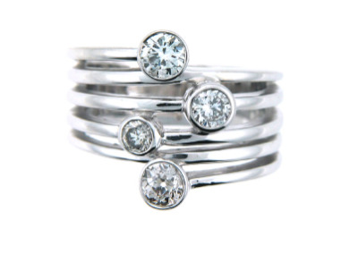Contemporary diamond ring in white gold.