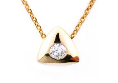 Diamond solitaire pendant in yellow gold.