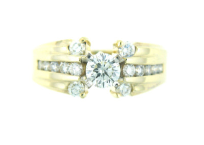 Round brilliant cut diamond engagement ring in yellow gold.