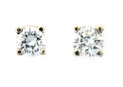 Round brilliant cut diamond stud earrings in yellow gold.