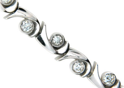 Diamond bracelet in white gold.