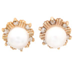 Pearl and diamond earrings in yellow gold.